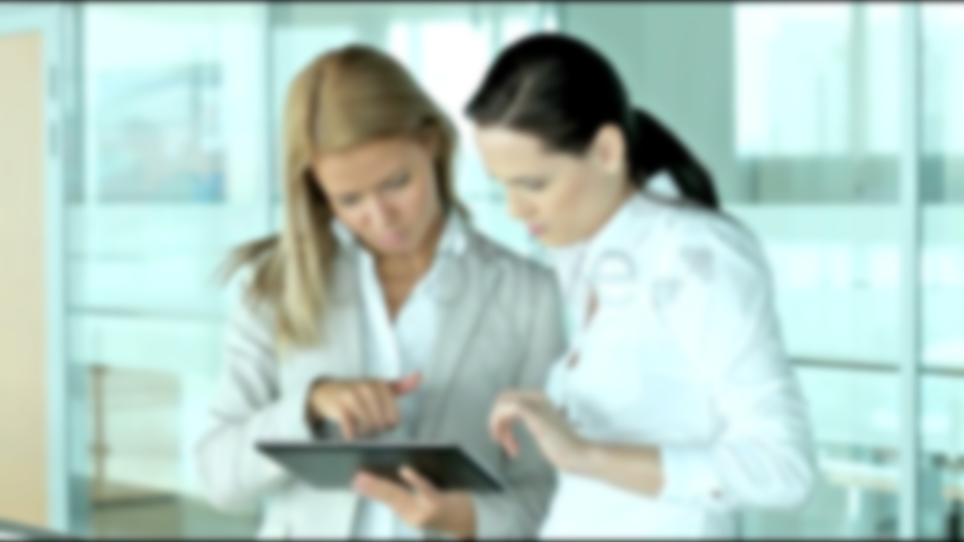 homepage-slide_film_girls_talking-about-online_services